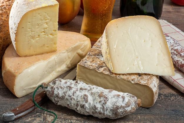 Queijos e tomme de savoie, queijo francês savoy, francês alpes frança
