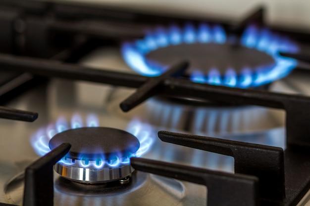 Queima de gás no fogão a gás da cozinha