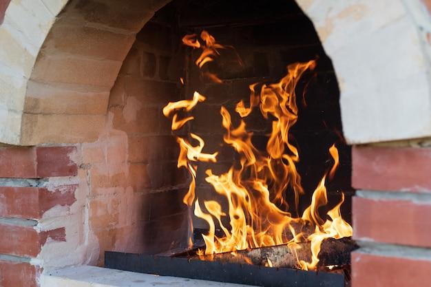 Queima de tarugos em fogão quente