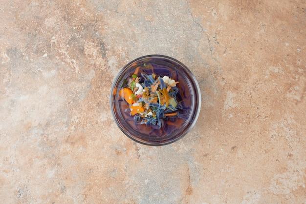 Quente, aroma, chá de ervas em mármore.