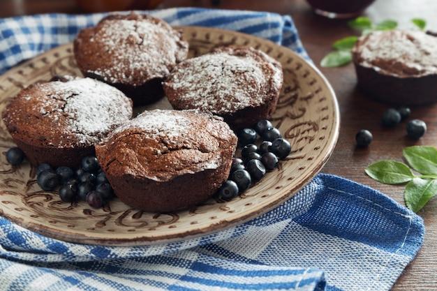 Queques de chocolate e berrinas azuis