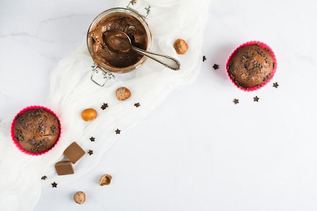 Queques e creme de chocolate