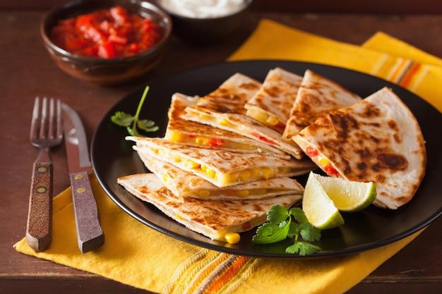Quesadilla mexicana com queijo milho e tomate