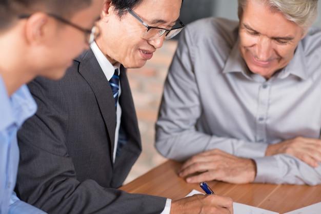 Questões vietnamita parceiro de compromisso empreendedor