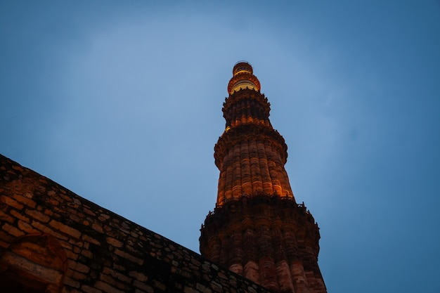 Qutub minar- qutab minar road, delhi imagem vista noturna