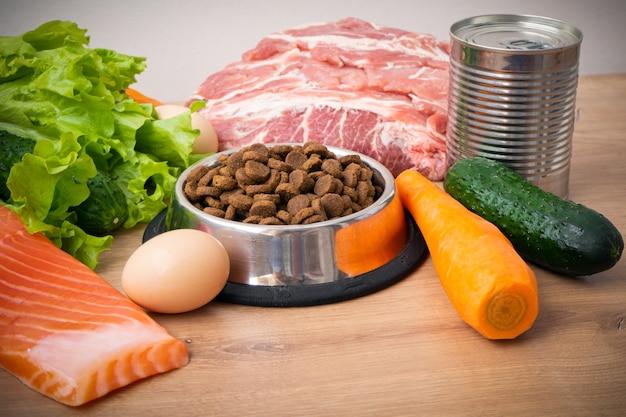 Ração seca para cães com ingredientes naturais