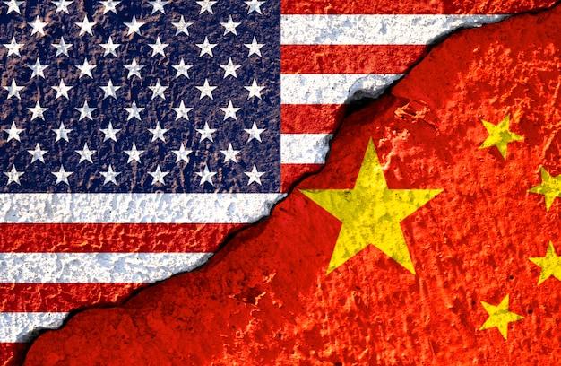 Rachadura da bandeira do eua e a bandeira da china