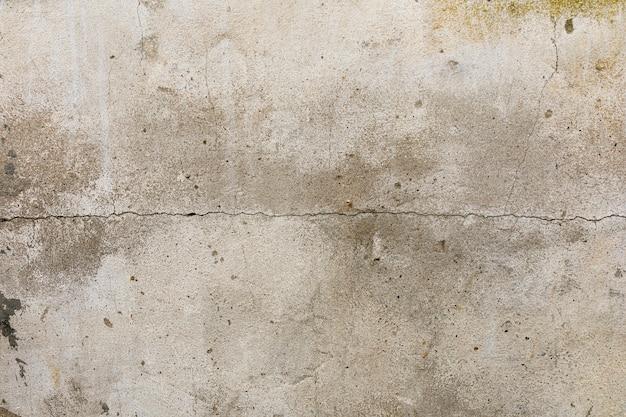 Rachadura na parede de concreto áspero