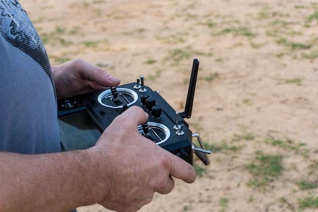 Rádio controle remoto para voar de avião.
