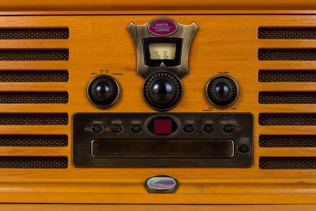 Rádio de madeira embutida vintage clássico
