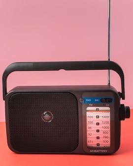 Rádio retro de vista frontal