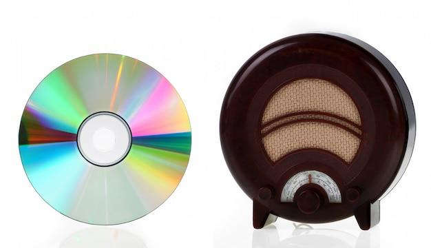 Rádio vintage e disco compacto