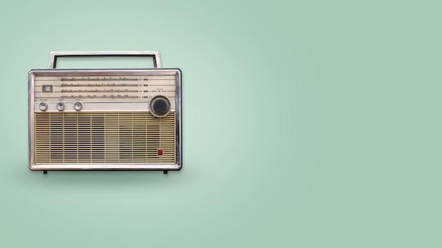 Rádio vintage na cor de fundo
