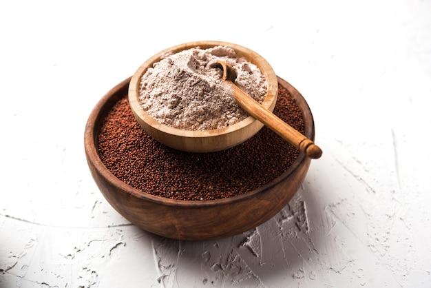 Ragi ou nachni também conhecido como milheto e farinha de ragi, que é um alimento saudável e sem glúten.