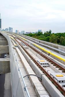 Rail sky train, que costumava viajar de manhã, bangkok, tailândia