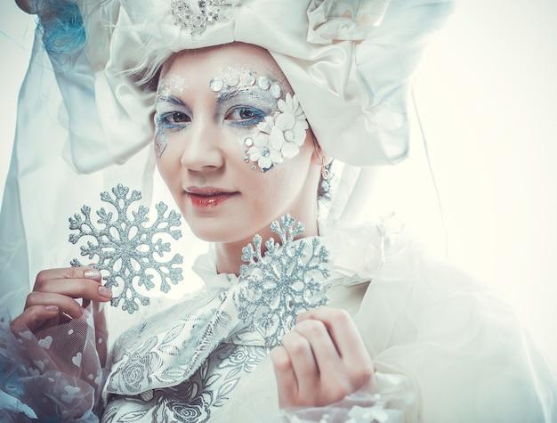 Rainha da neve sobre branco