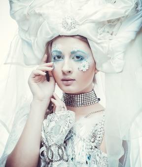 Rainha da neve sobre fundo branco