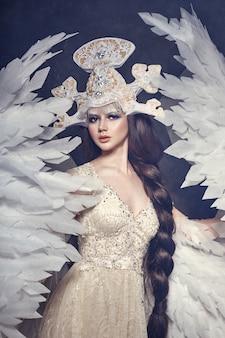 Rainha dos anjos lindo vestido com asas