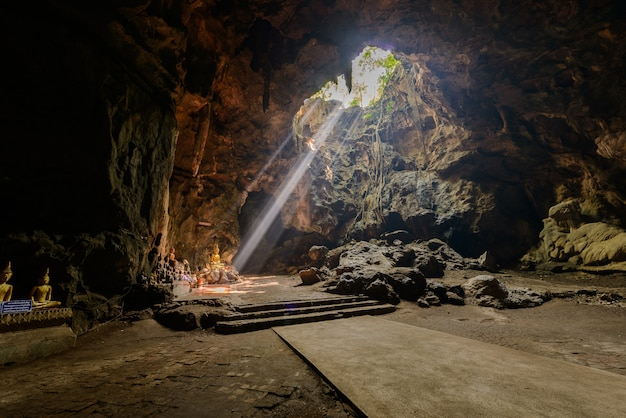 Raio de sol na caverna de buda