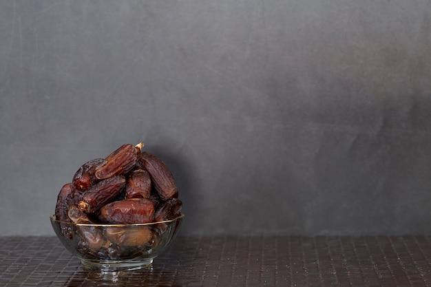 Ramadan kareem frutos secos de tamareira