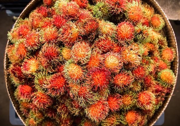 Rambutan no mercado de balcão
