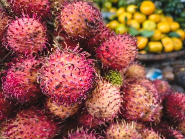 Rambutan peludo vermelho close-up