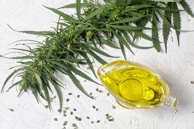 Ramo da cannabis verde