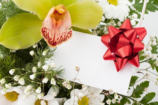 Ramo de flores com cartão