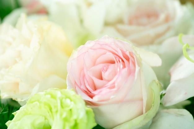 Ramos de lindas flores buquê decoração de casamento