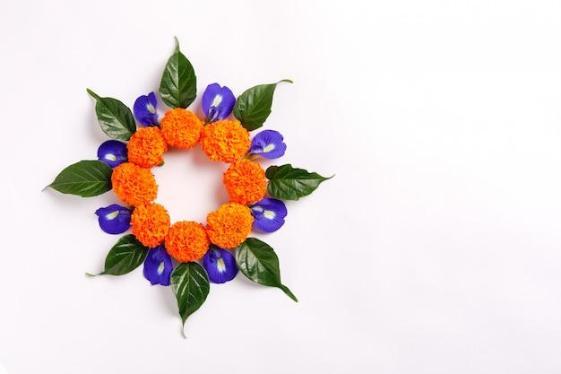 Rangoli da flor de calêndula para o festival de diwali