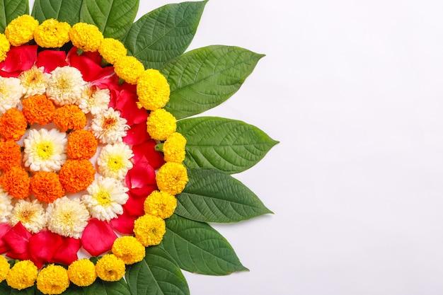 Rangoli de flores de calêndula para o festival de diwali