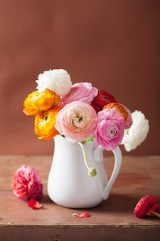 Ranúnculo bonito flores em vaso