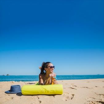 Rapariga em férias de verão