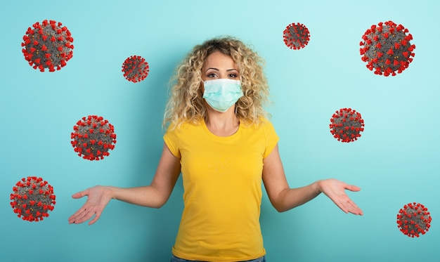 Rapariga loira tem dúvidas sobre o vírus covid19 corona