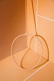 Raquete de badminton no canto