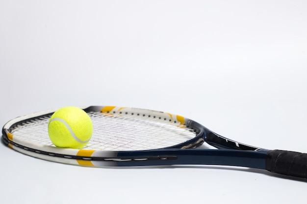 Raquete de tênis e bola raquete de tênis e bola