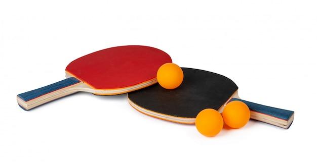 Raquetes de ping pong isoladas no branco