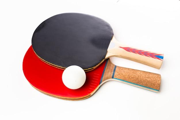Raquetes e bola de ping-pong