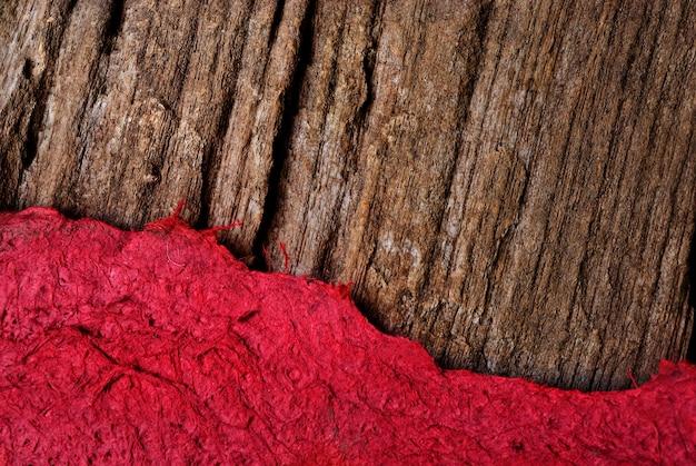 Rasgou o modelo de papel de textura com madeira