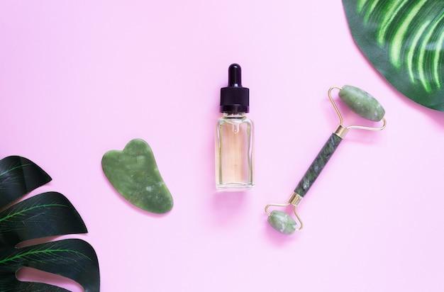 Raspador jade gua sha, massageador facial de rolo e óleo cosmético com folha monstera