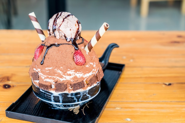 Raspar gelo de chocolate (bingsu)
