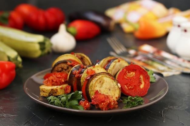 Ratatouille com legumes cozidos: beringelas