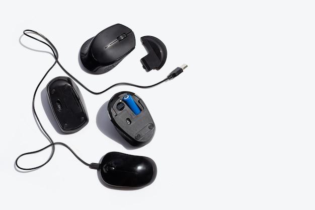 Ratos de computador isolados no fundo branco.