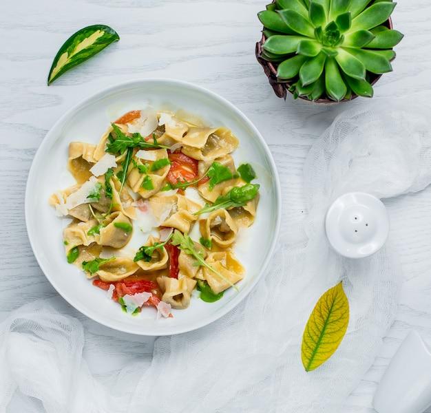 Ravioli com legumes e queijo