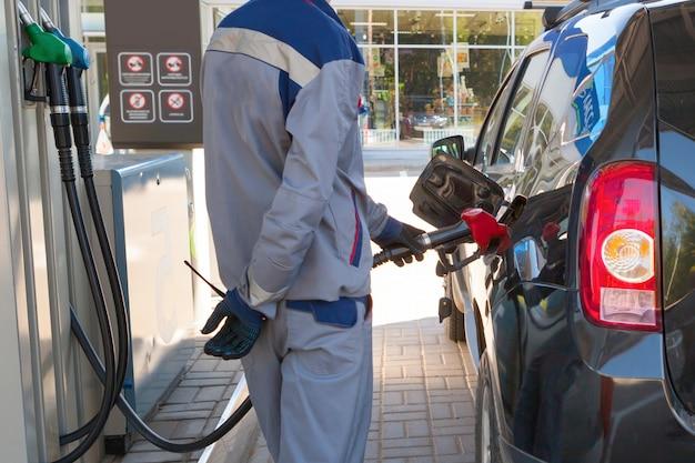 Reabastecimento de combustível de gás de petróleo na estação