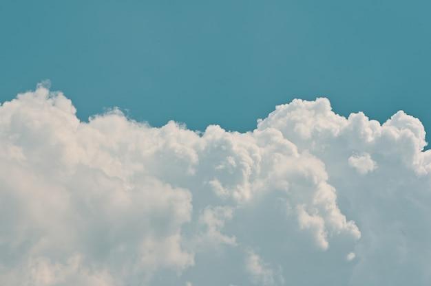Realista céu azul nuvens vintage tom