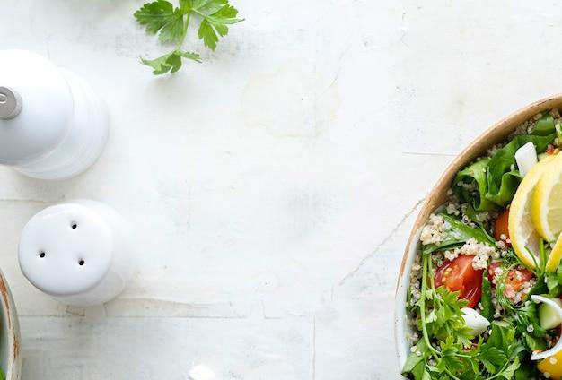Receita culinária de tigela de quinua vegetariana