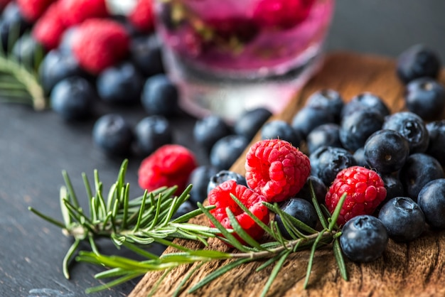 Receita de água infundida com berry
