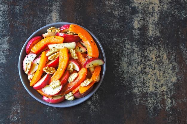 Receita de salada com abóbora e maçãs. salada de abóbora nutritiva vegan.
