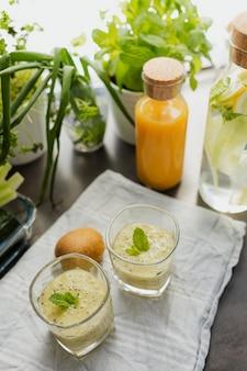 Receita de smoothie de bebida verde saudável